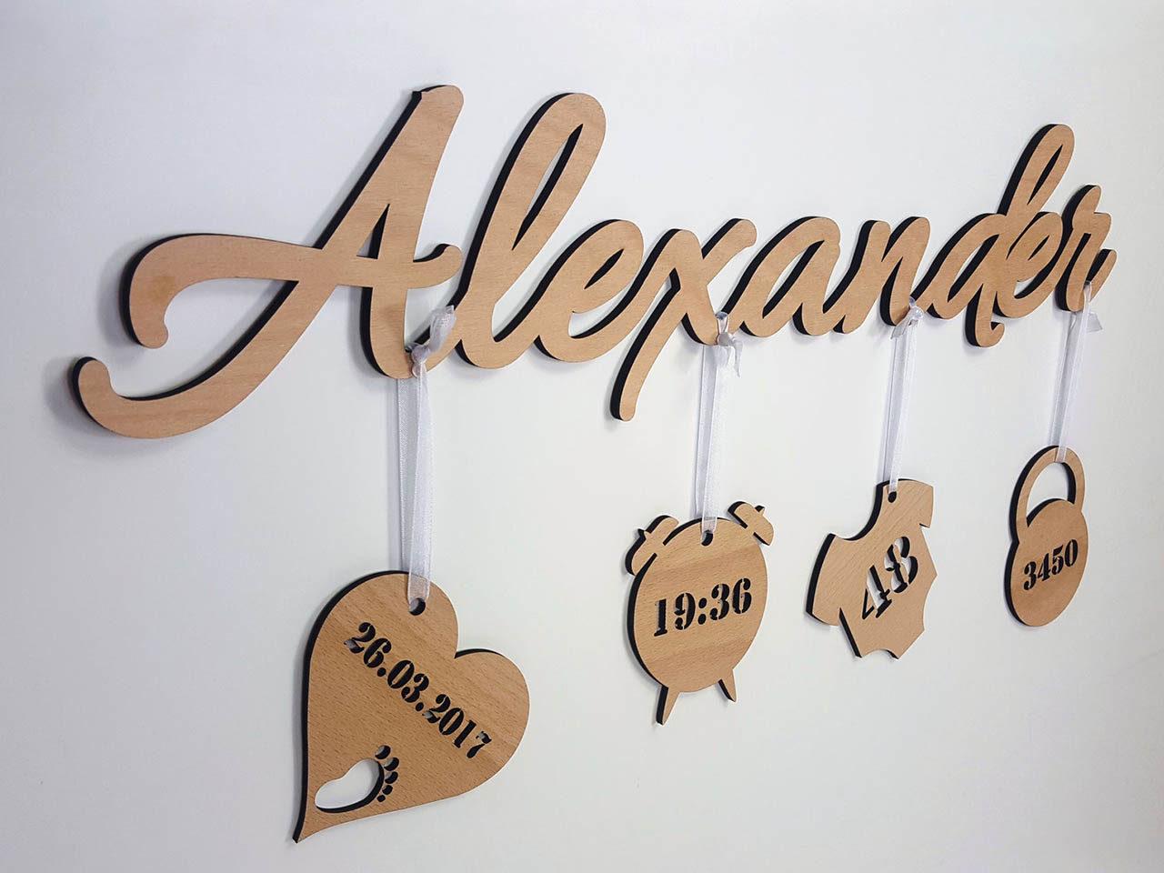 3D Schriftzug mit Anhängern aus Holz – Personalisiert