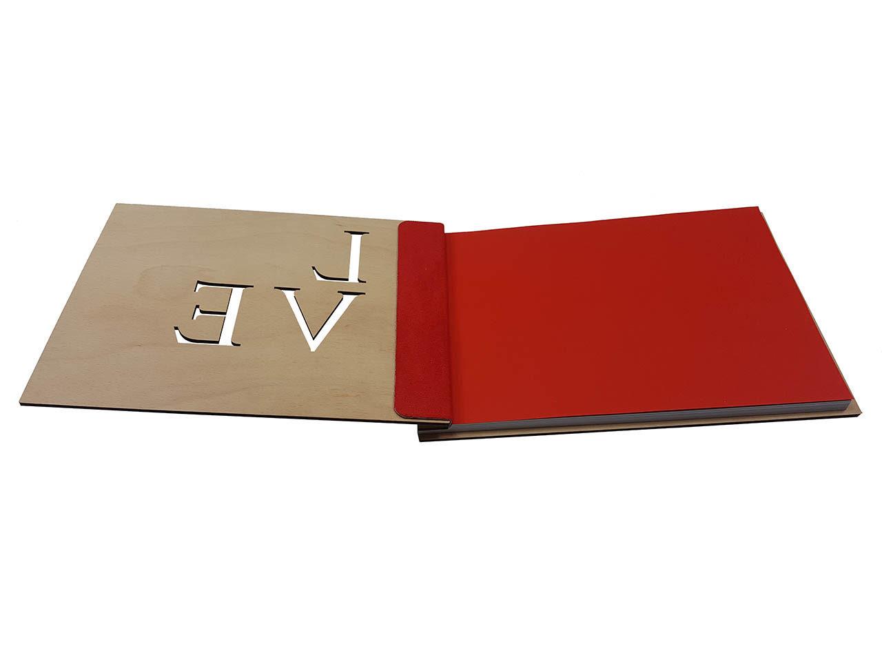 "Holz-Gästebuch ""Love"" - Personalisiert"