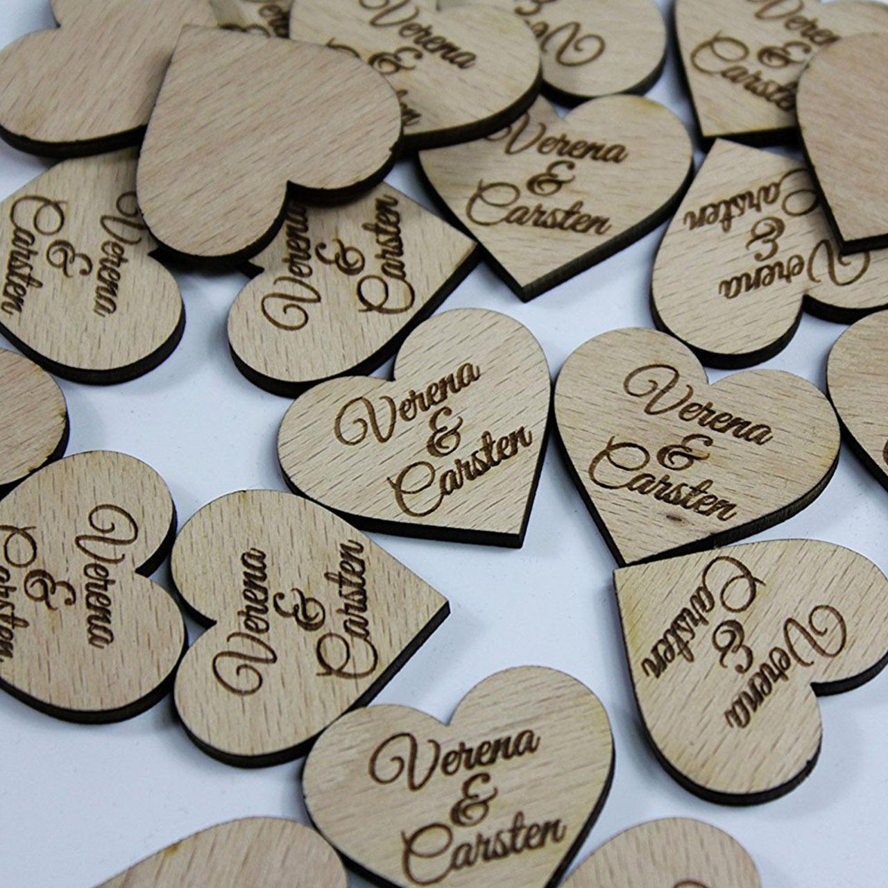 Herz-Streudeko aus Holz 60 Stück mit Vornamen - Personalisiert