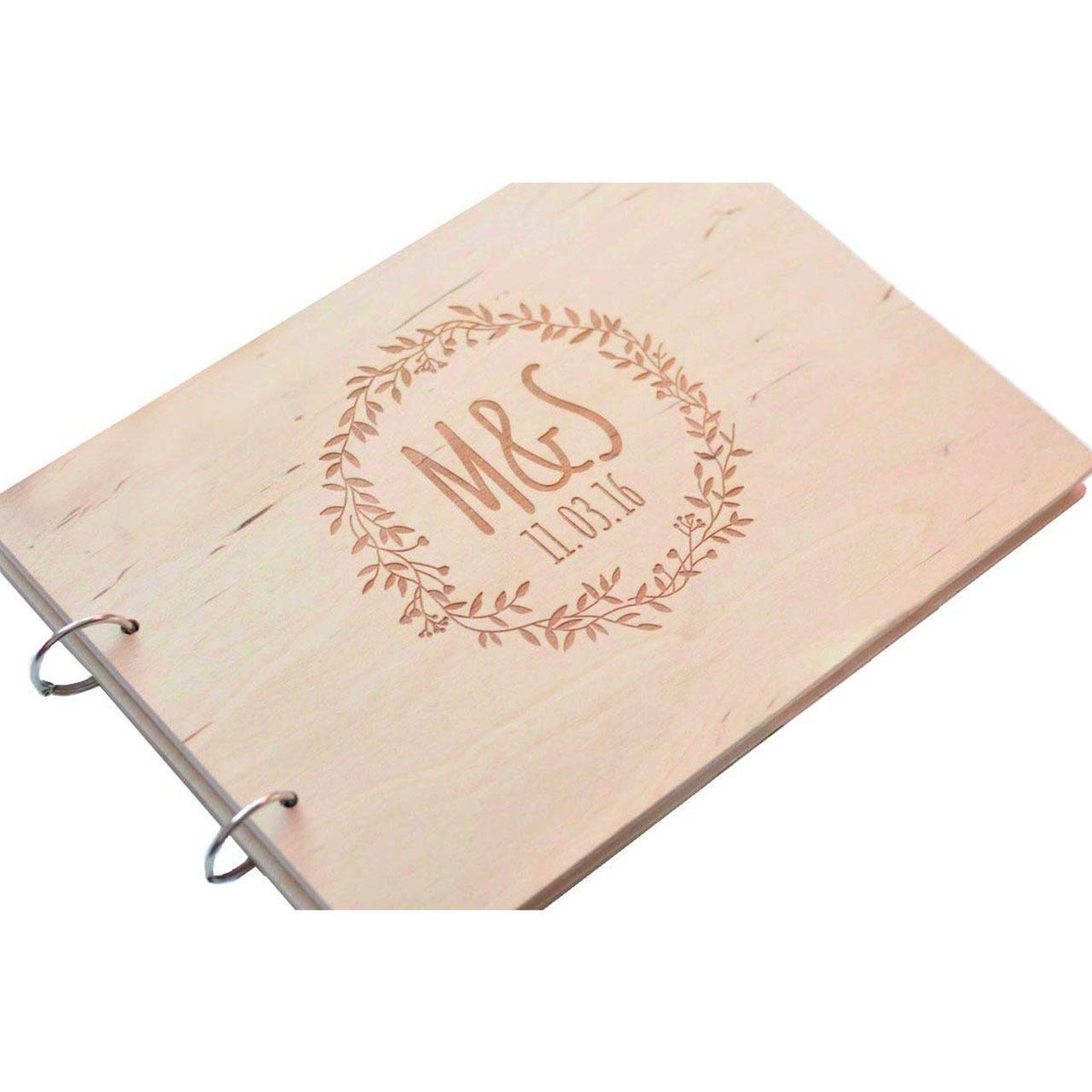 """Holz-Gästebuch """"Kranz"""" – Personalisiert"""