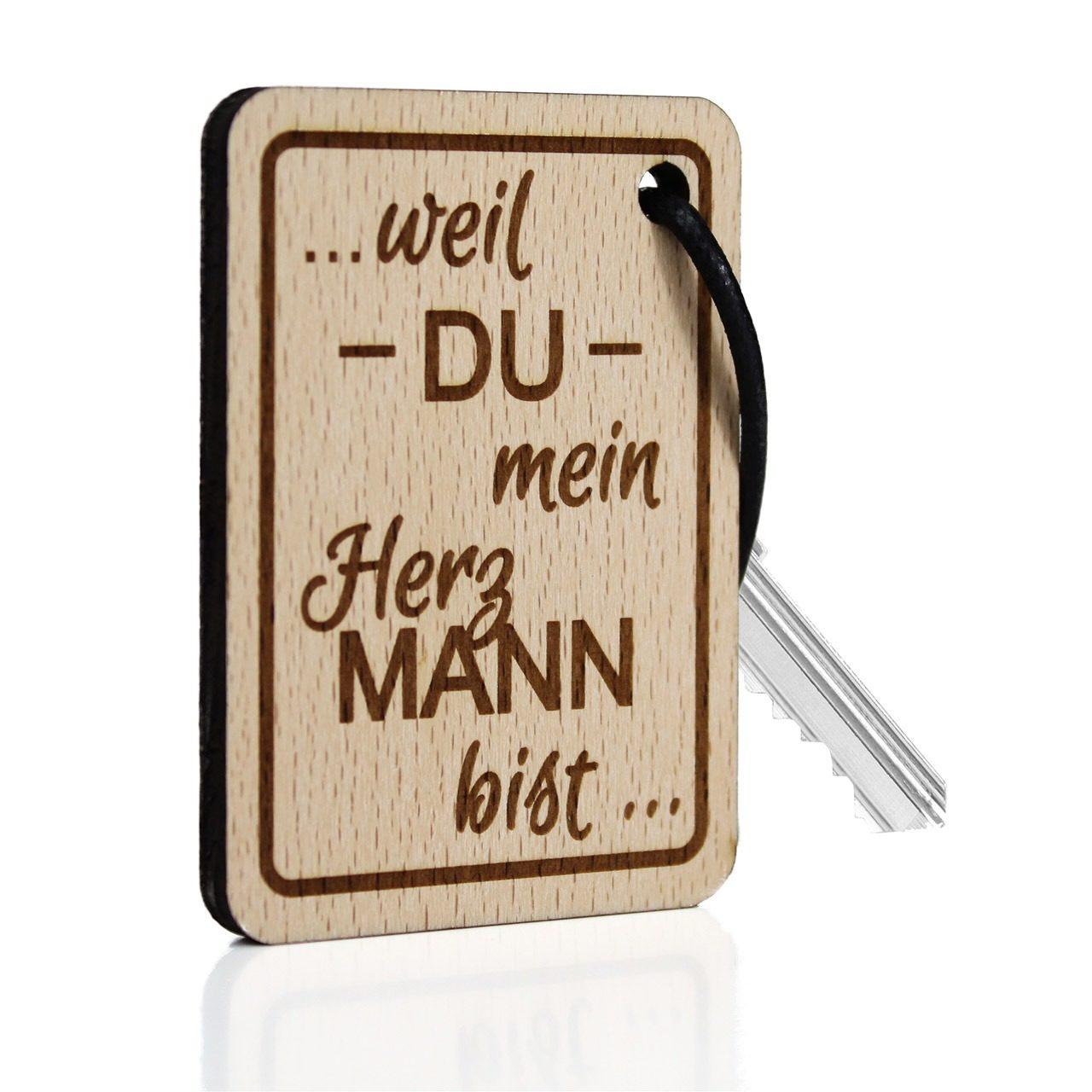 """Holz-Schlüsselanhänger """"Weil du mein Herzmann bist"""""""